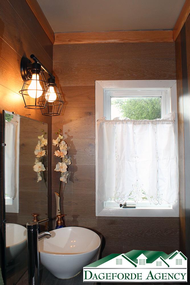 1_Bathroom-Main-Floor