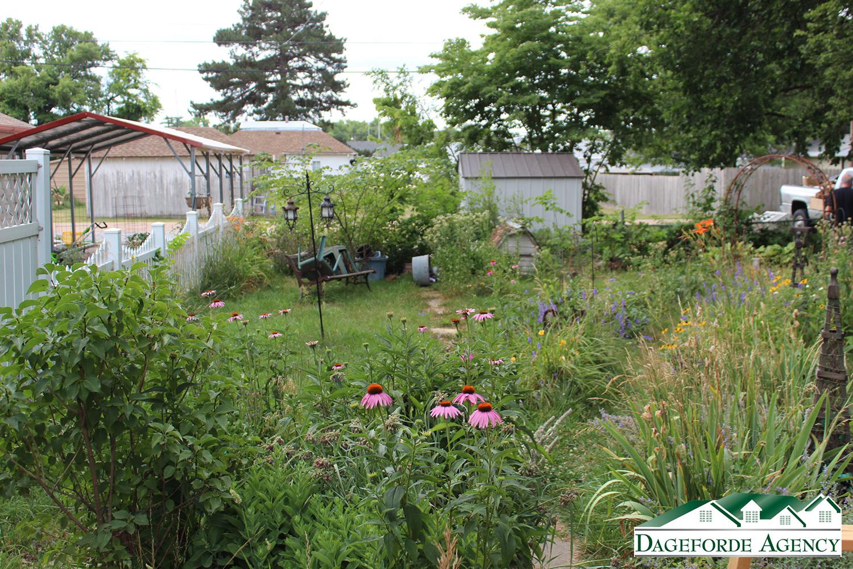 Backyard-fenced-in