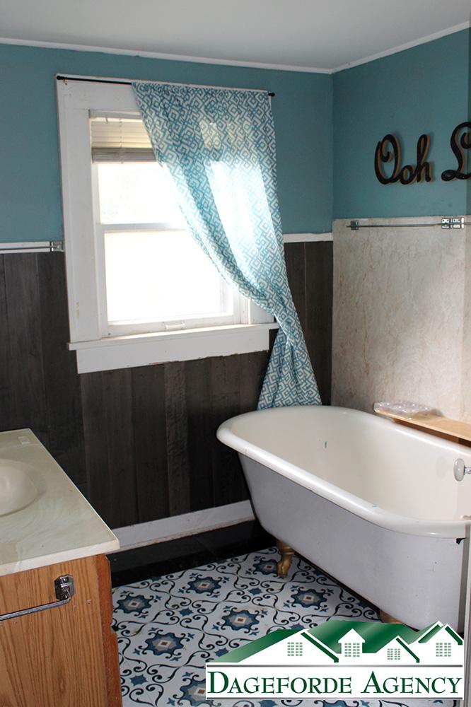 Bathroom-Upstairs-claw-foot-tub