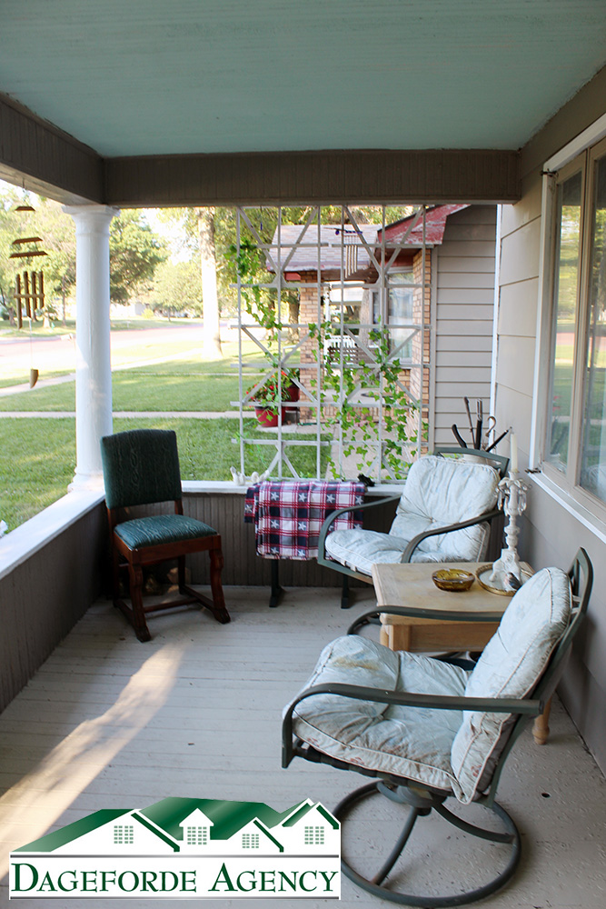 Front-Porch-2-825-Lincoln-Ave