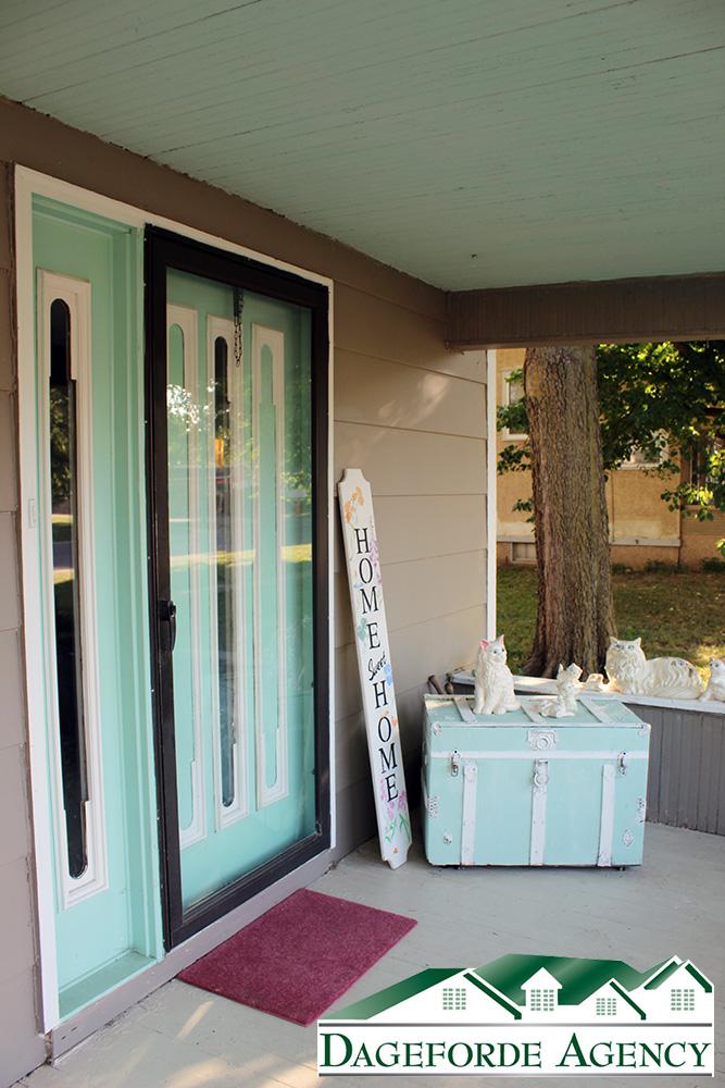 Front-door-825-Lincoln-Avenue-Hebron