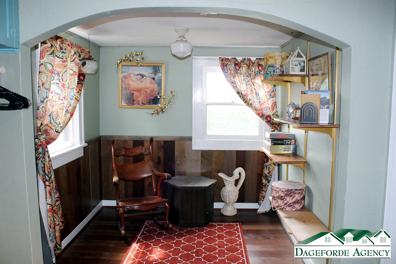 Nook-Upstairs-office-or-nursery