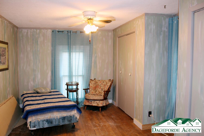 Upstairs-bedroom-NE-corner