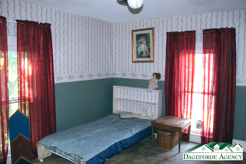 Upstairs-bedroom-NW-corner