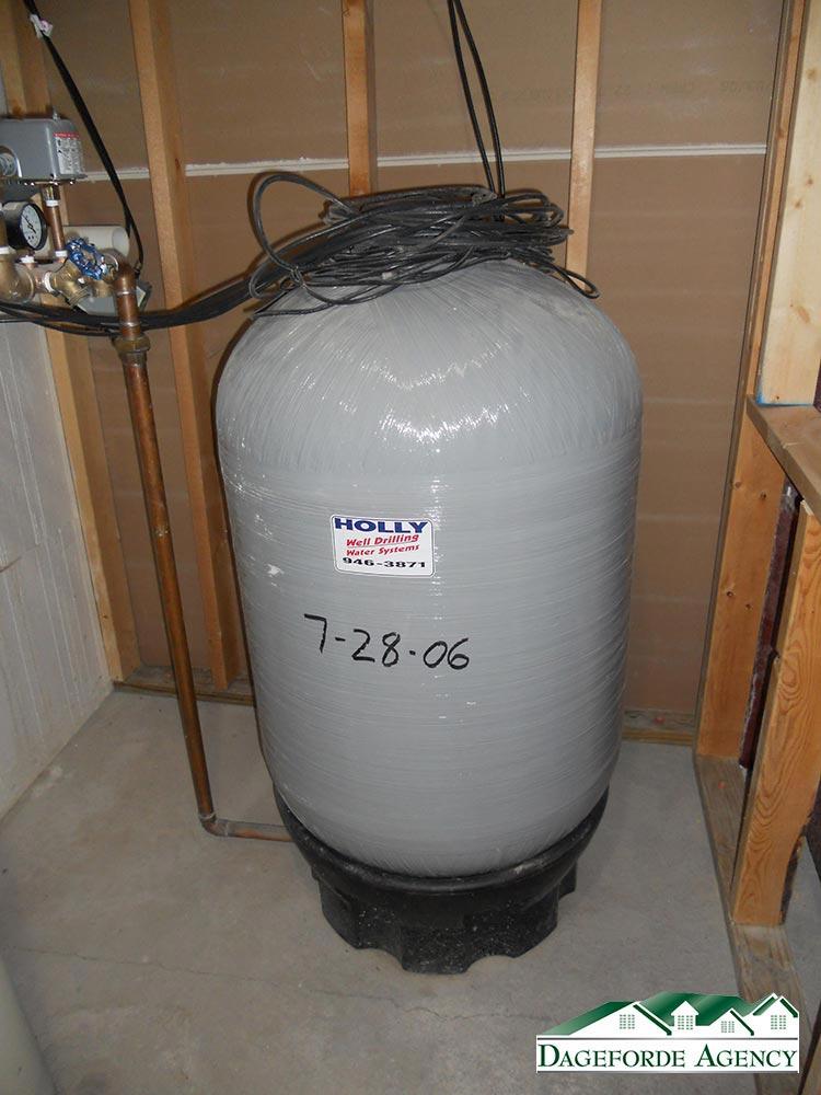 Roker---Basement---Mechanical-4---Pressure-tank